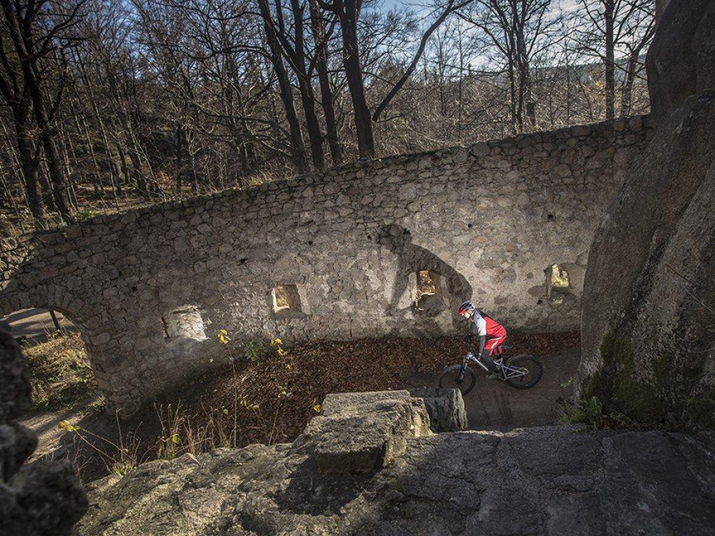 Miejscówki: Zamek Bolczów – łamacz kół i ram!