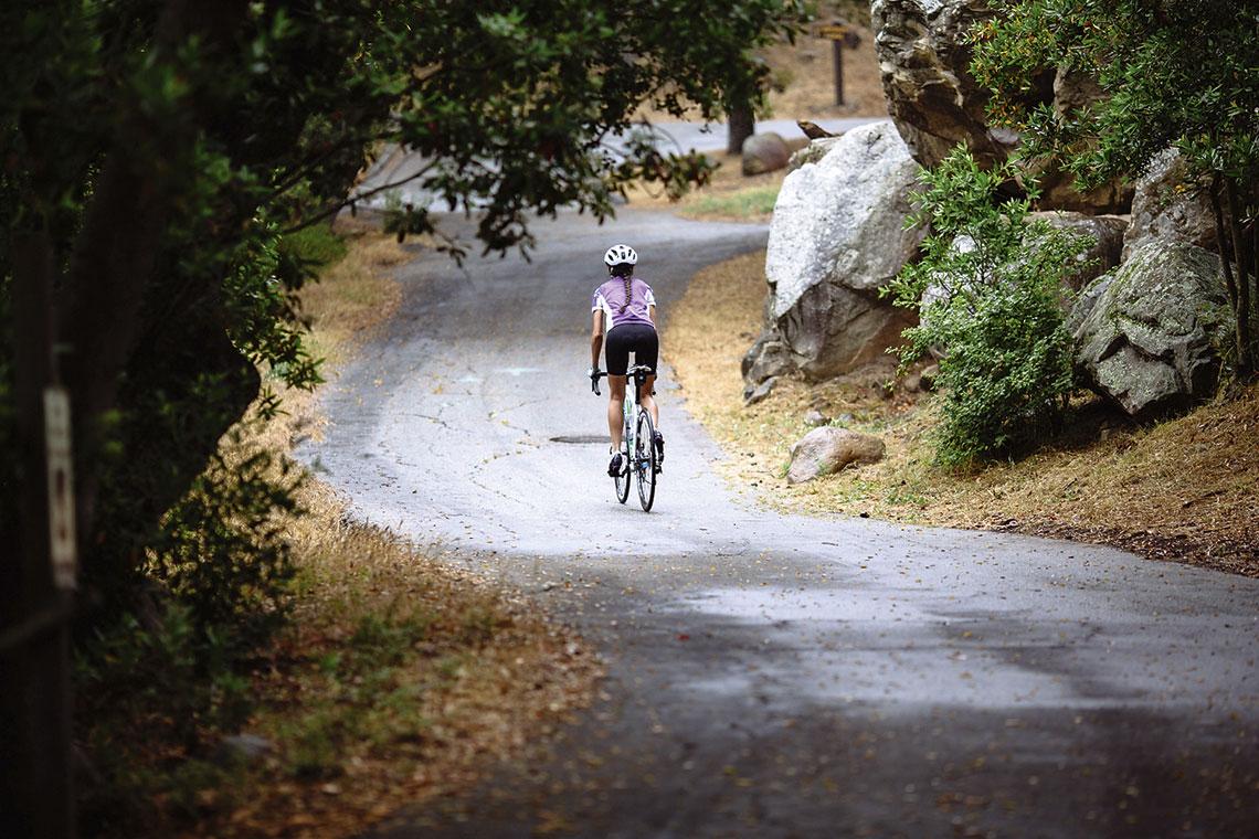 Jak pokonywać długie dystanse na rowerze?