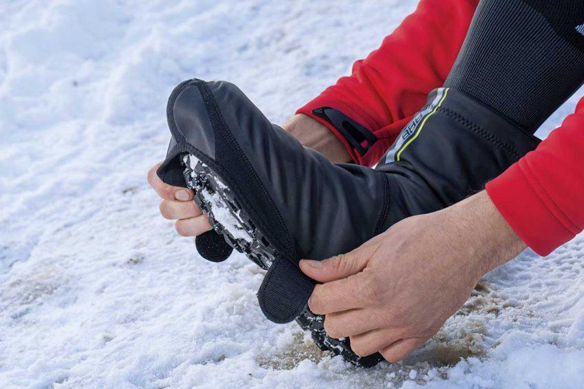 Zimowe buty rowerowe. Dodatkowe ochranacze