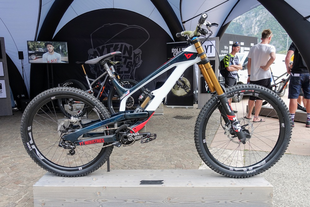 Aaron Gwin i jego YT Industries Tues 2018