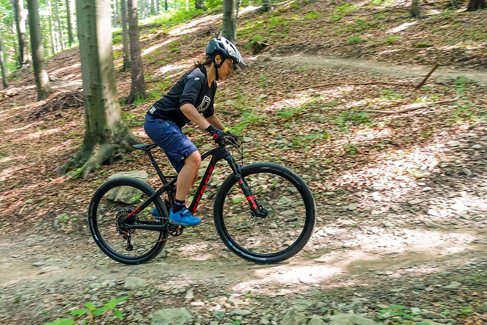 First Ride – Accent Hero Carbon Team
