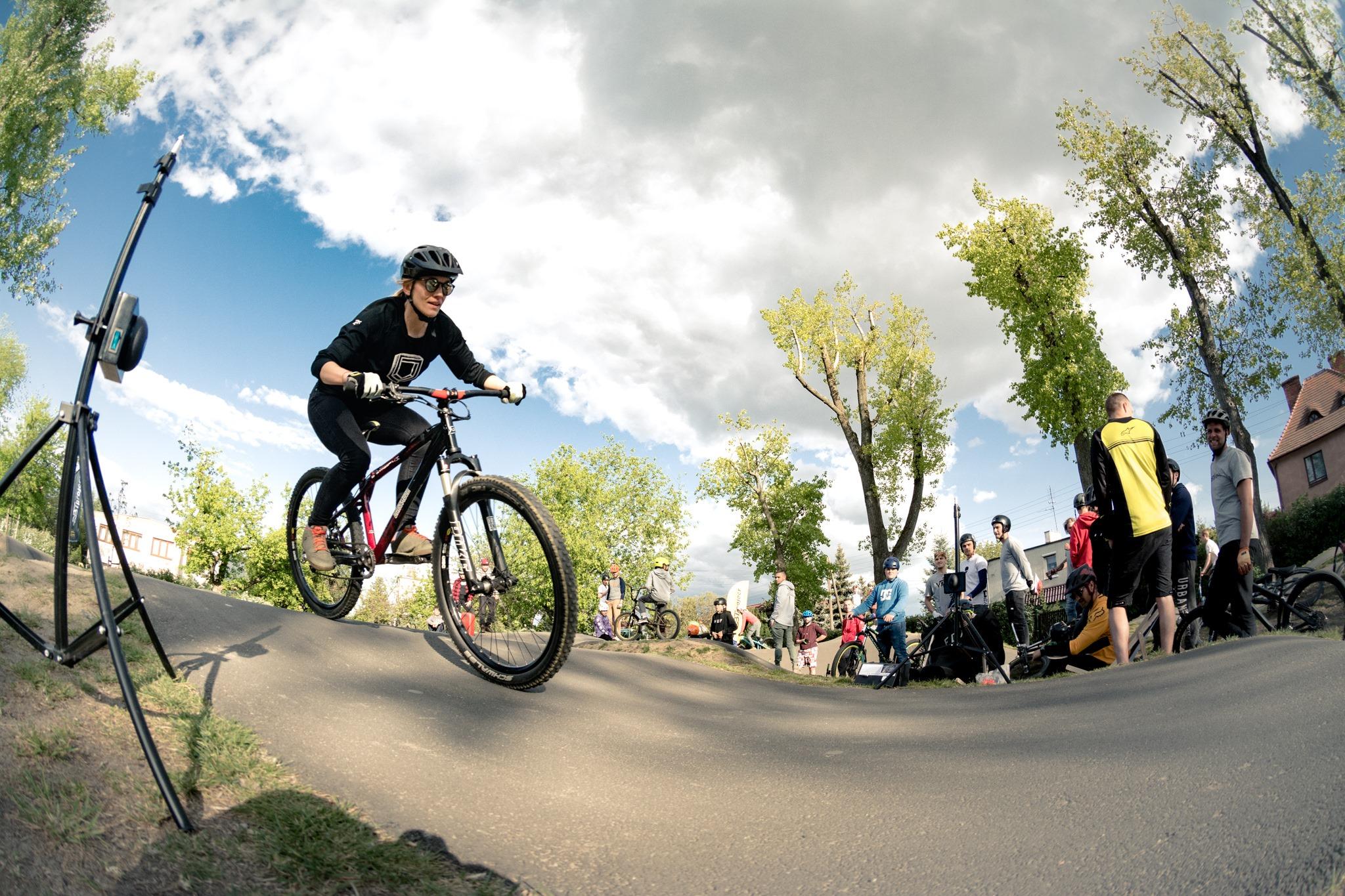 Turystyka czy ściganie? Kobiety na rowery, część 1
